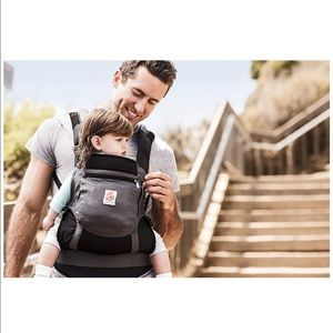 Ergobaby• performance charcoal black carrier